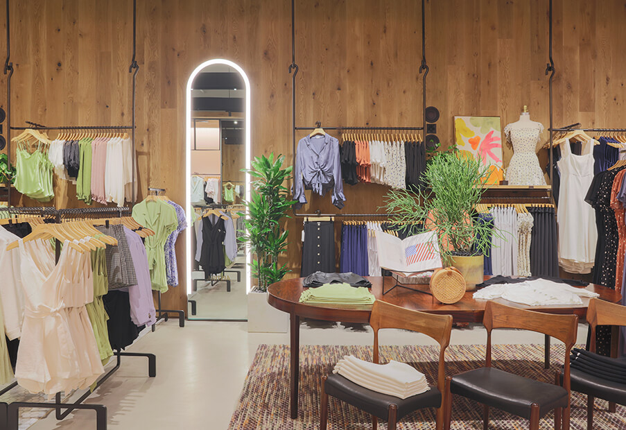 NOW OPEN: ARITZIA THE GALLERIA
