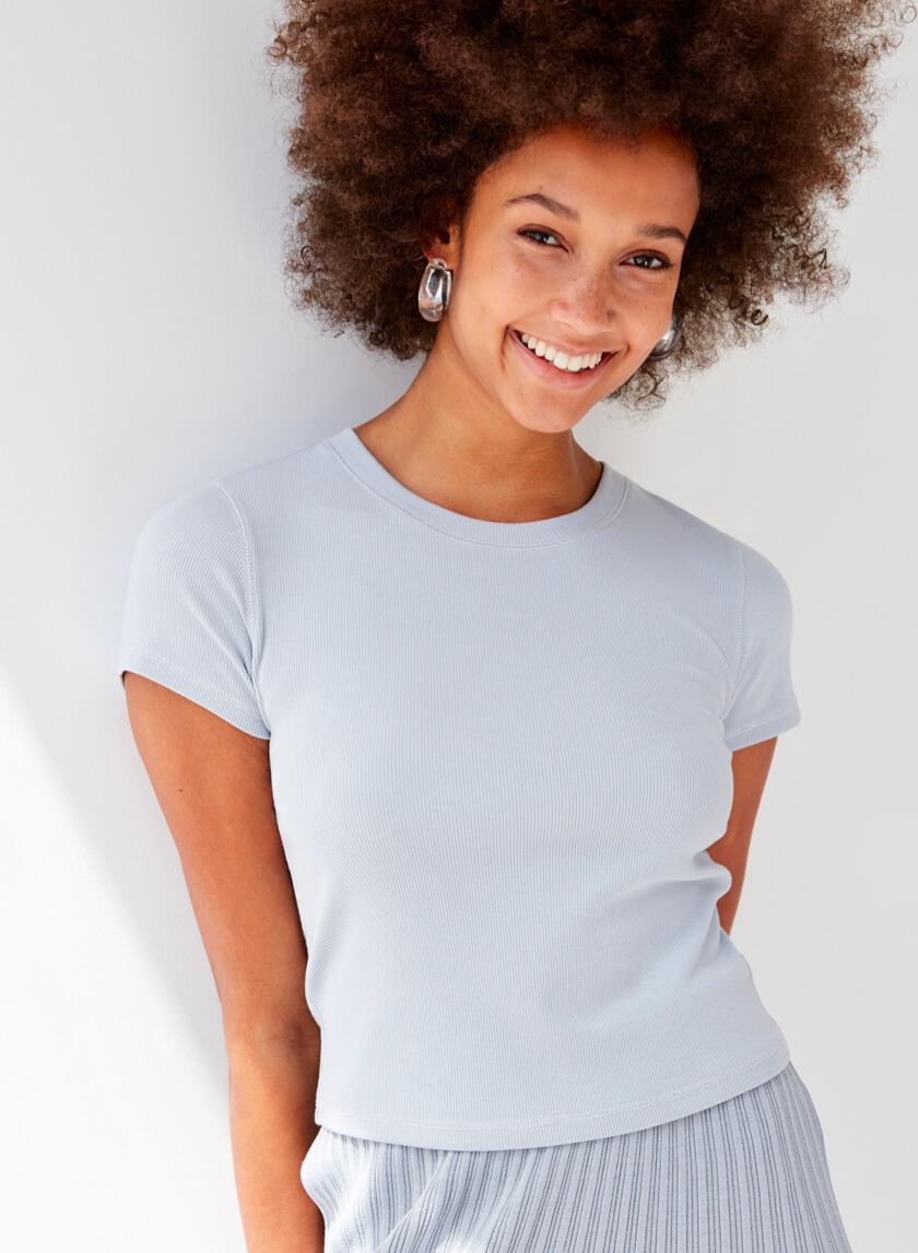 82f4e7cd T-Shirts for Women | Long Sleeve & Short Sleeve | Aritzia CA